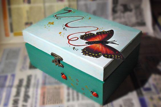 caja-verde-decoradas-a-mano_mariposa_lapiz-creativo.jpg (900×600)