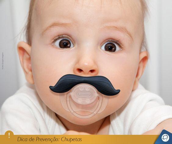 As chupetas podem de modo geral causar danos a dentição, como por exemplo, a mordida aberta. Mamães e papais, fiquem atentos! Na dúvida sobre a melhor opção de chupeta para o seu filho, procure um cirurgião-dentista.   #DicadePrevenção #ficadica #chupeta #bebês #dentista #odontopediatria #repost