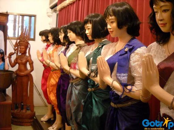 Văn hóa trang phục được bày trong Cung điện Đồng