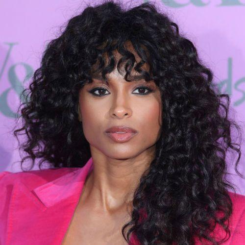 تسريحات شعر للوجه المربع عليك اختيارها لمظهر أكثر جاذبية Fringe Haircut Fringe Hairstyles Curly Hair Styles