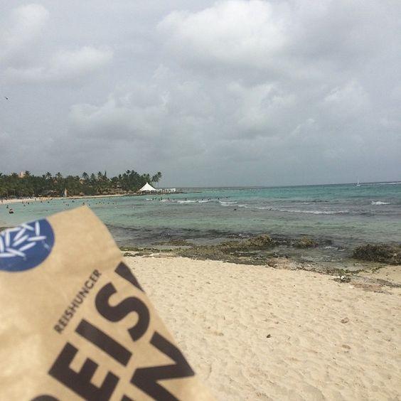 REISHUNGER Tüte am Strand #reishunger #reisaufreisen #strand #beach #robirob89