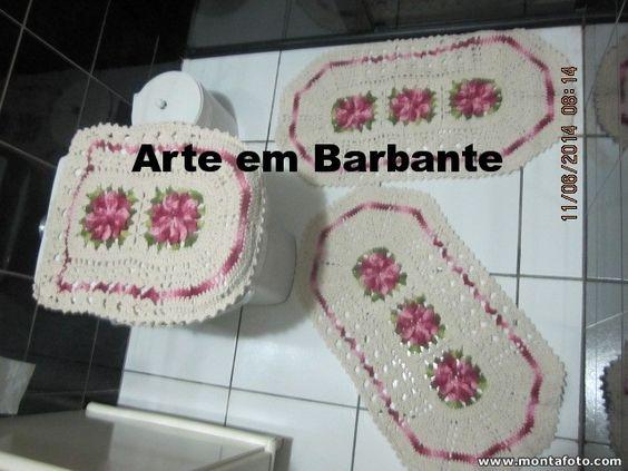 jogo de banheiro nas cores rosa e vermelho