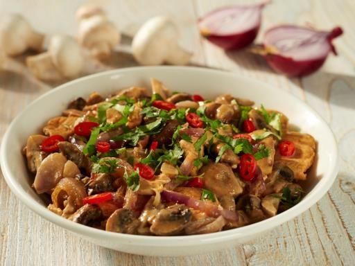poivre, lait de coco, oignon rouge, filet de poulet, champignon de Paris, pâte de curry, cassonade, margarine, citron vert, coriandre, sel, bouillon