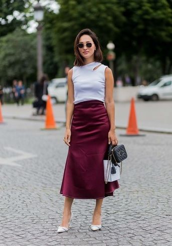 31 looks for August. Thursday 25.: white top+midi skirt+white pumps+clutch. Summer business date outfit 2016