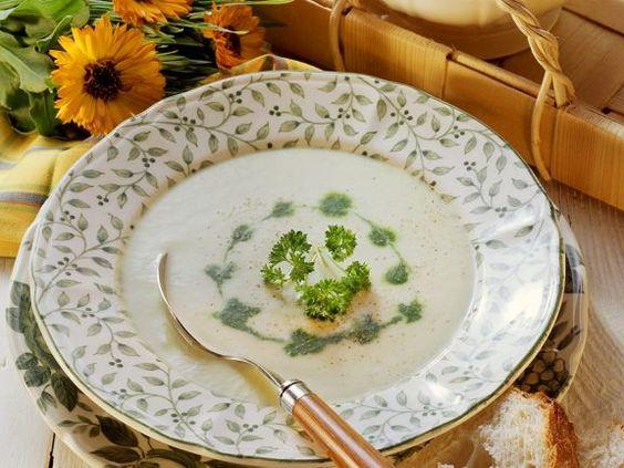 Blumenkohlcremesuppe ist ein Rezept mit frischen Zutaten aus der Kategorie Cremesuppe. Probieren Sie dieses und weitere Rezepte von EAT SMARTER!