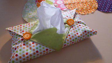 En dessin : confectionnez une boîte à mouchoirs en tissu grâce à la technique de l'origami