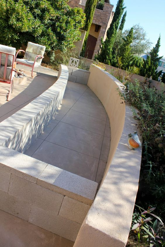 Here's a great view of this concrete block and paver garden. No building construction whatsoever! Easy, CHEAP and it looks great!