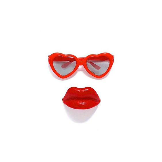 Red heart sunglasses and candy lips! | Get my FREE social media e-course at caitlinbacher.com