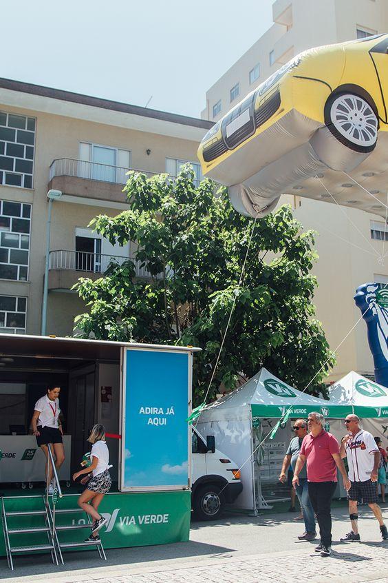 Continuamos na Volta a Portugal, com uma loja móvel e uma tenda Viagens & Vantagens. Aqui, não faltam animação e muitos prémios! #viaverde #viagensevantagens #Portugal #voltaaportugal #bicicleta #ciclismo