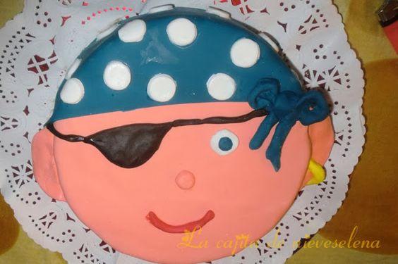 Tarta pirata para Julián (Sin gluten) con tarta de chocolate en su interior