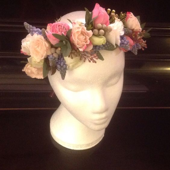 Floral crown with roses and pearl hyacinths - charming for weddings!