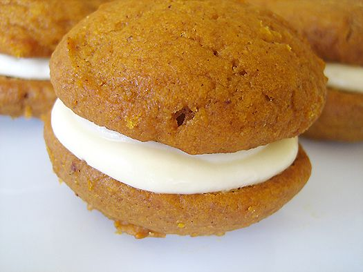 Pumpkin Whoopie Pies With Maple-Cream Cheese Filling: Pumpkin Whoopies, Pumpkin Pie, Sweet Treats, Pumpkin Whoopie Pies, Fall Treats, Cream Cheese Filling, Pumpkin Whoppie Pie, Cream Cheese Frosting