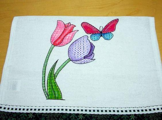 Peça única pintada à mão no estilo folk, que é uma pintura que imita o patchwork, com vívidas e belíssimas cores.    Sua cozinha vai ficar lindona! Olha que lindo esse pano de prato com o desenho de rosas e desta linda borboleta apaixonada pelas coloridas tulipas. Já pensou nesta estória de amor ...
