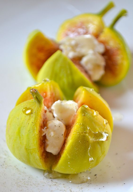 Fresh Figs with Goat Cheese & Honey