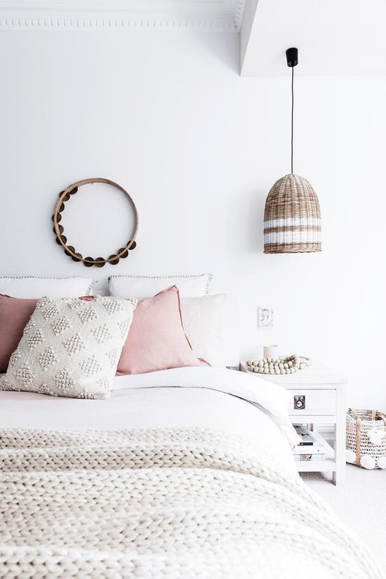 wit in de slaapkamer combineren met pasteltinten voor een rustige uitstraling