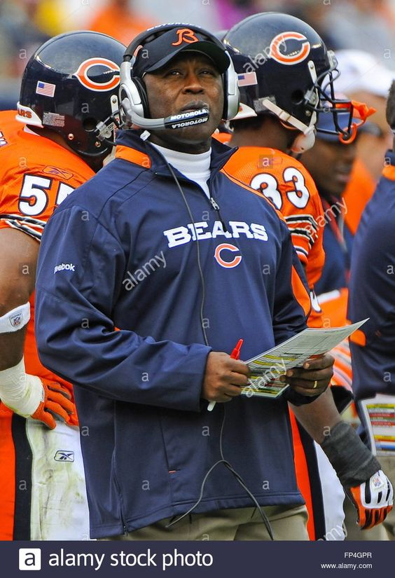 Preview. epa01917751 Chicago Bears head coach Lovie Smith walks the sidelines in…