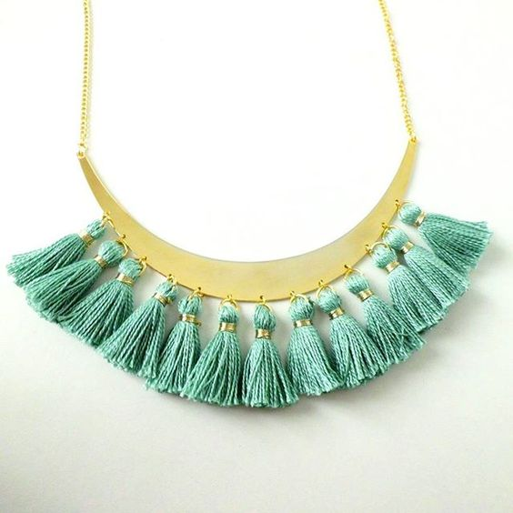 collier pompons menthe