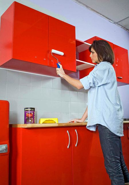 les techniques pour appliquer de la r sine sur des meubles de cuisine garage et cuisine. Black Bedroom Furniture Sets. Home Design Ideas