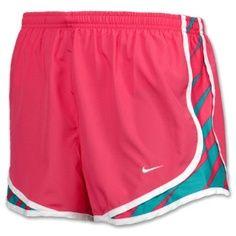 Los pantalones cortos rosados y azules son muy hermosos.