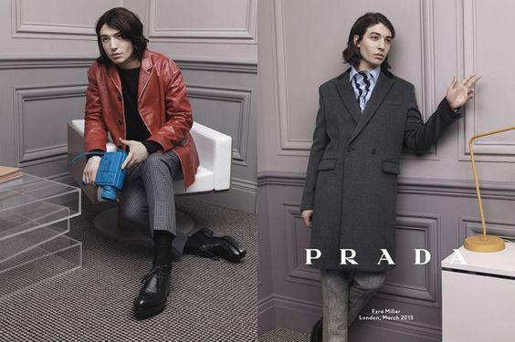 Ezra Miller ist eine der Protagonisten der neuen Prada-Kampagne für die Herbst-/Winterkollektion, die vom 60-er Jahre New-Wave-Kino inspiriert ist.