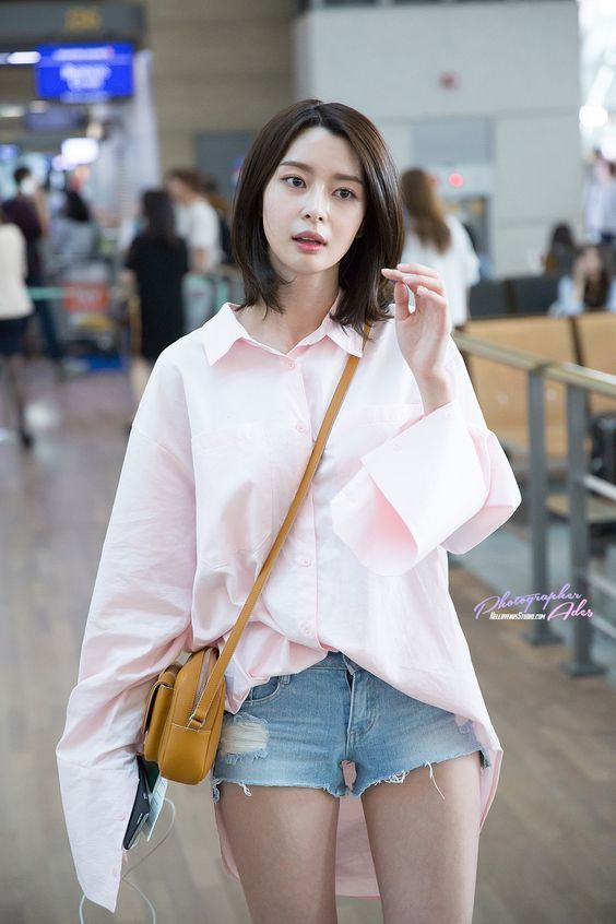 She Has The Best Body Proportion In The History Of Kpop Girl Pictures Asian Celebrities Korean Celebrities