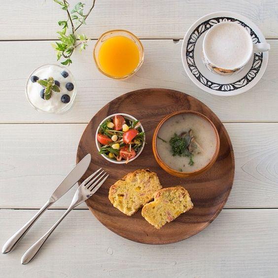.@inko7   今朝ごはん。昨晩焼いたケークサレ(パプリカ・ベーコン・玉ねぎ・チーズ・チャービ...   Webstagram