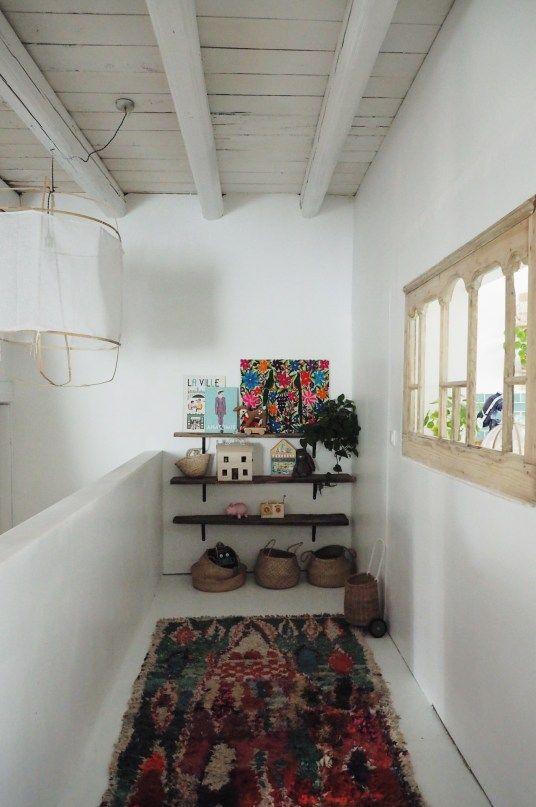 Renovation D Une Maison Ancienne Tapis Berbere Dans Un Couloir Boucherouite Carpet In The Corridor In A Ren Meuble De Cuisine Ikea Maison Decoration Maison