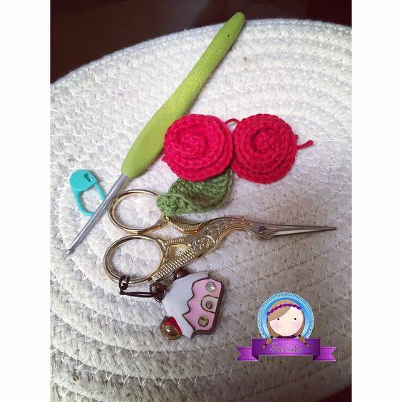 #roses #crochetroses #rosas #rosasencrochet #flowers #flores #springtime #instacraft #cute #crochet #crochetcute #crochetplush #amigurumi #crochetlovers  #ganchillo #tejido #handmade  #hechoamano #talentovenezolano #katytexas #venezolanosenhouston #smcute by smcute