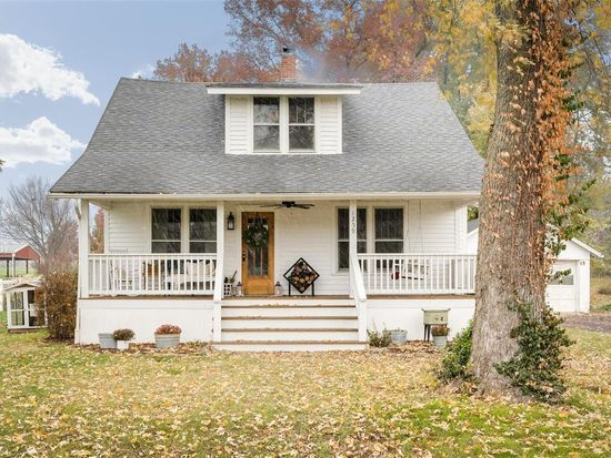 1259 Boone St Troy Mo 63379 Zillow Renting A House House House Styles