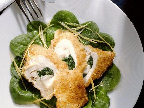 Gebackene Hähnchenbrust mit Spinat-Käse-Füllung ist ein Rezept mit frischen Zutaten aus der Kategorie Hähnchen. Probieren Sie dieses und weitere Rezepte von EAT SMARTER!