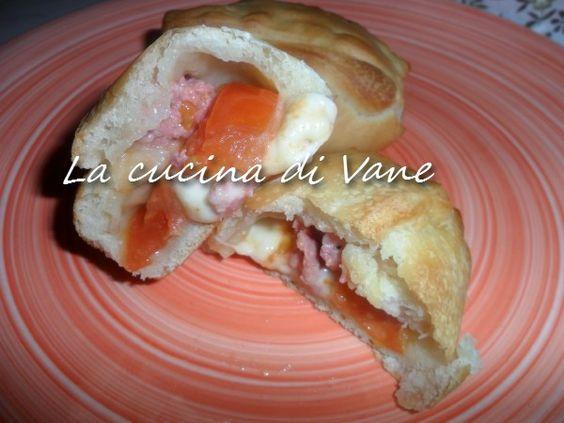 fagottini di pizza ripieni  http://blog.giallozafferano.it/lacucinadivane/fagottini-di-pizza-ripieni/