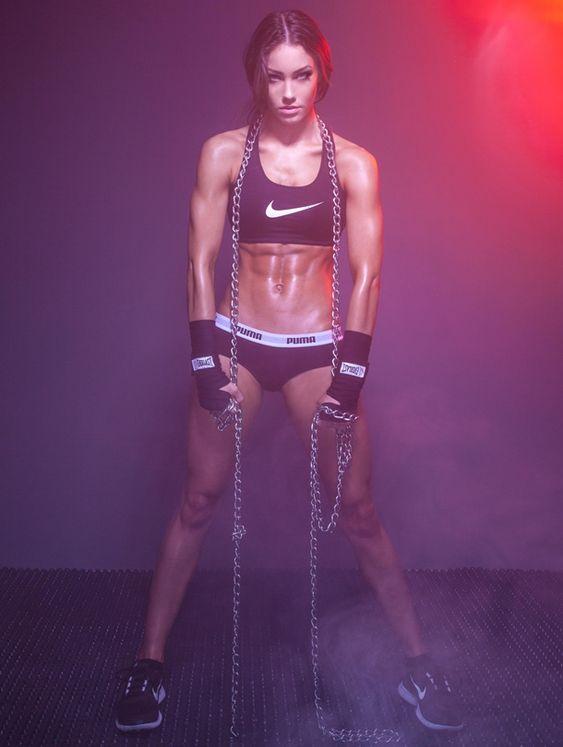 Rising Star: Fitness Model Stephanie Davis Talks With Simplyshredded.com | SimplyShredded.com
