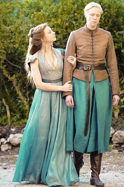 stormbornvalkyrie:  Margaery Tyrell & Brienne of Tarth in Game of ThronesSeason 4x