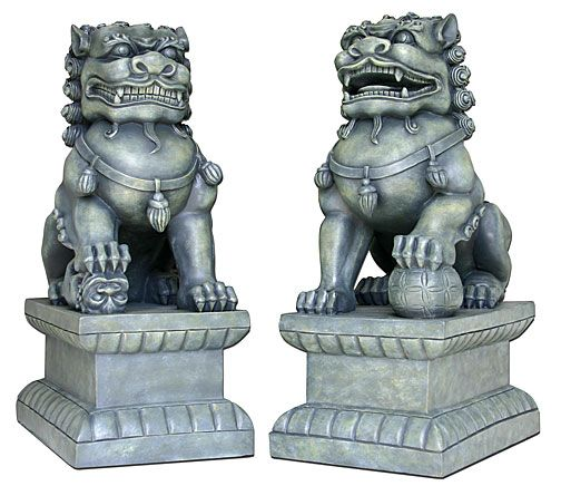 Fu dogs: entrance guardians http://avorodisa.hubpages.com/hub/Lucky-animals-of-Feng-Shui