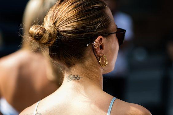 Street style à la Fashion Week printemps-été 2017 de New York : chignon tatouage…