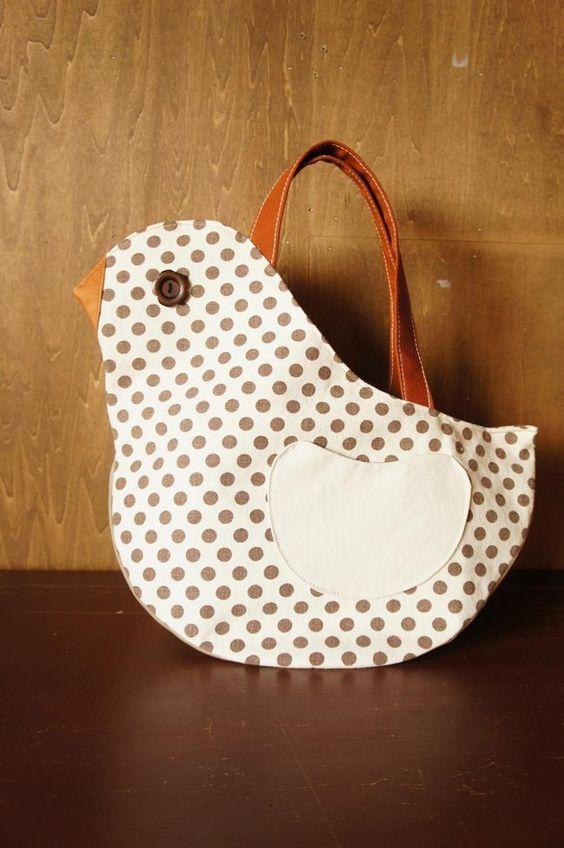 yuwaの可愛い綿麻ドットも使った可愛い鳥さんの形のバッグアーモンド型になった最大幅 18cmの底でたっぷり収納できます。両面楽しめる羽根型のポケットとボタン...|ハンドメイド、手作り、手仕事品の通販・販売・購入ならCreema。