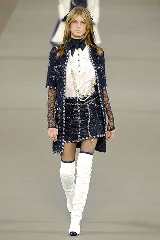 Chanel Fall 2006 Ready-to-Wear Fashion Show - Angela Lindvall (OUI)