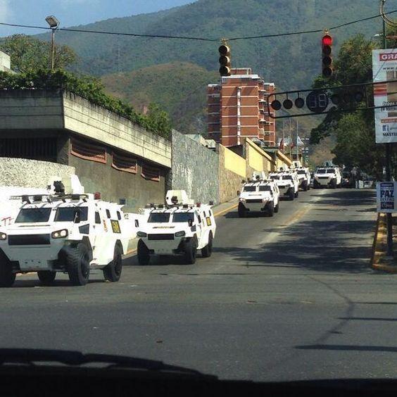 """8 de mar. de 2014 / """"Tanquetas de la GNB se reportan en Maripérez, por la hermandad Gallega/"""""""