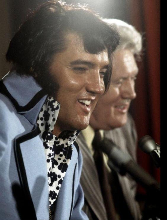 ELVIS AND VERNON PRESLEY - 1972 Madison Square Garden Press Conference, New York