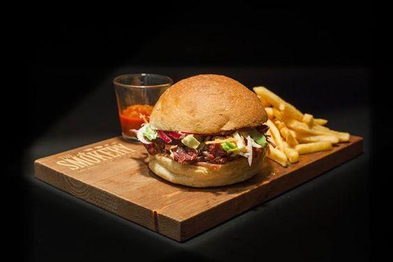 Aposto que é quase tão difícil encontrar uma alma que não goste de um bom churrasco como achar uma agulha num palheiro. Já conhece o The Smokery? #thesmokery #beef #restaurant