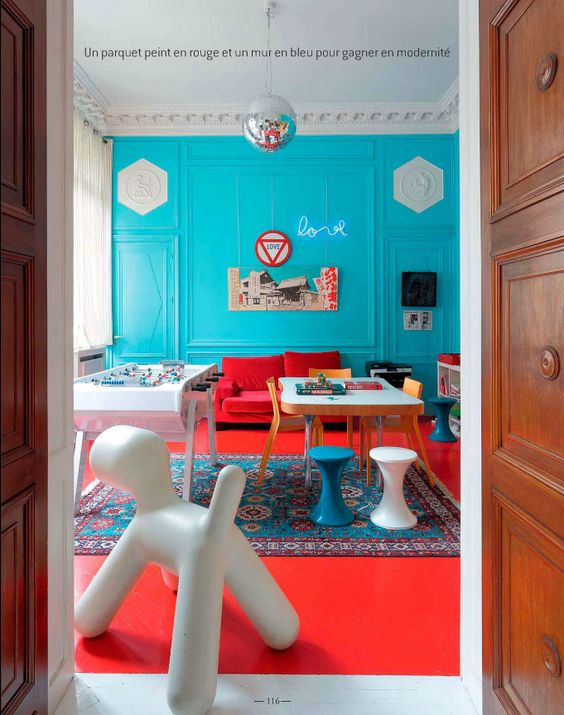 Eclectic Style Living Room In Turquoise Blue And Tomato Red Red Teal Color Scheme For Living