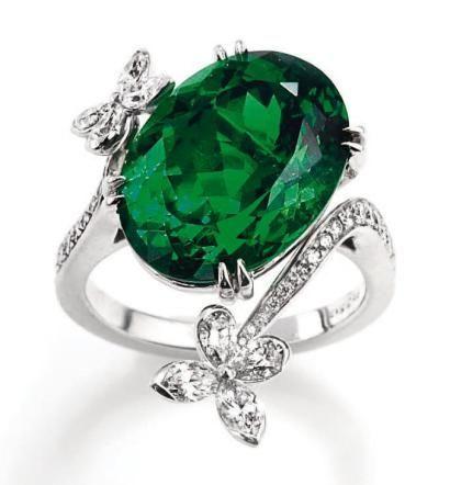 Harry Winston,. Collection Marquesa. 54 round diamonds 1.10 carats; 12.28 carat Tsavorite. Signé HW. Poids