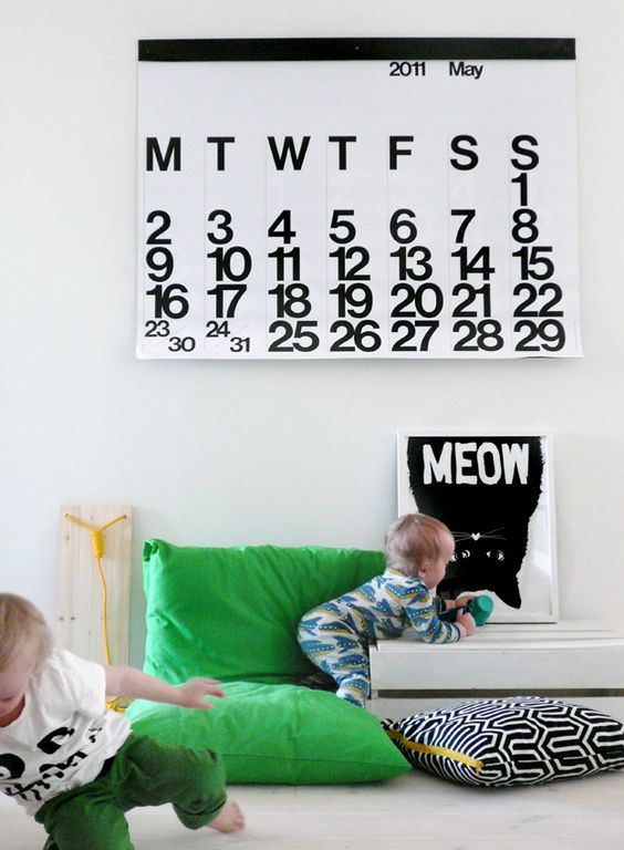 Large graphic calendar