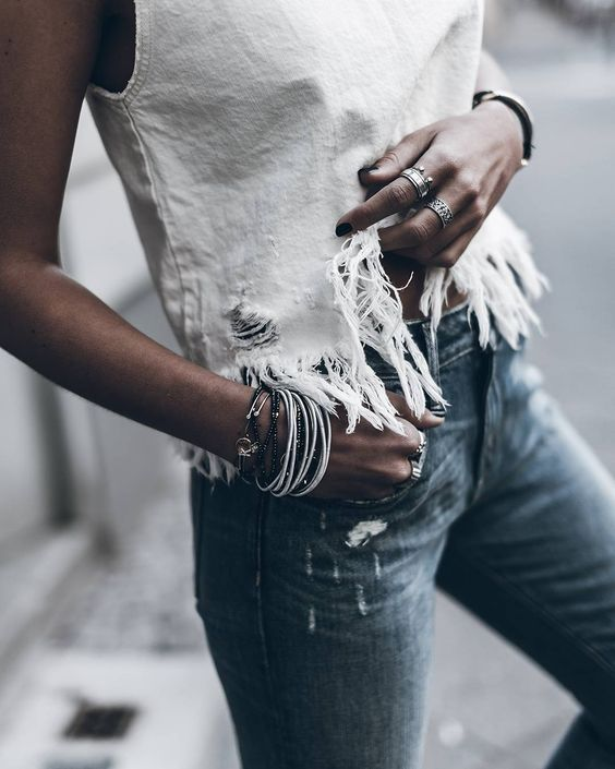 Fringy  Rips and fringes! Enjoy your Sunday evening loves! #ootd #denim @klemenswhite by mikutas: