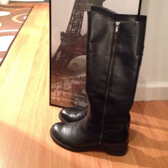 Black riding boots. Good condition! Black leather boots. About 1.5 ...