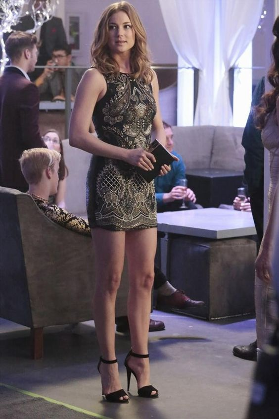 Pin for Later: 75 Stylish Reasons We'll Miss Revenge Season 3 Emily embraced cocktail hour in a minidress.
