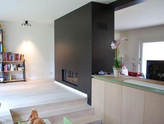Licht houten vloer met donker accent op een muur koppel for Donker interieur