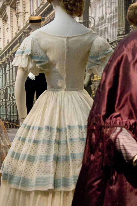 Gemeentemuseum the Hague exhibition on 19th century fashion - Victorian Dress ca. 1855 back