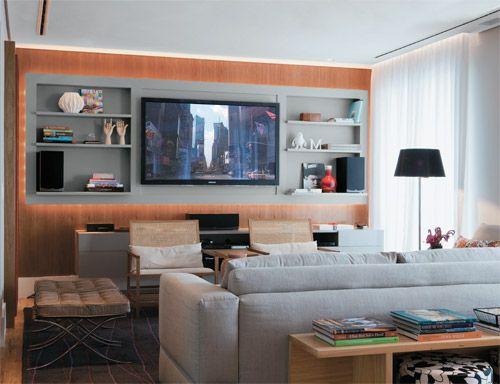 Sala De Tv Com Iluminacao ~ As cores dão vida a este apartamento carioca  Home theaters, Ems e