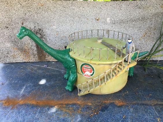 Dino sinclair tank